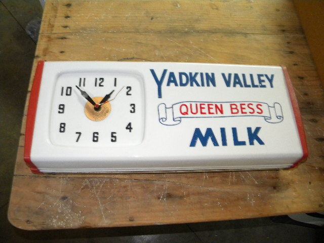 Photo Old Yadkin Valley Queen Bess Dairy Milk Clock